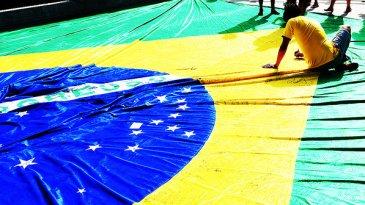Torcida-brasil-colombia-chegando-no-castelao-fortaleza-16-size-598[1]